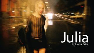 她是茱莉亞